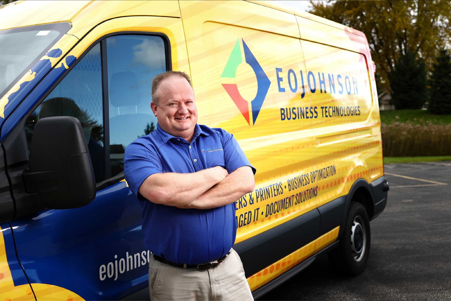 eo_johnson_employee_smiling_by_print_service_van