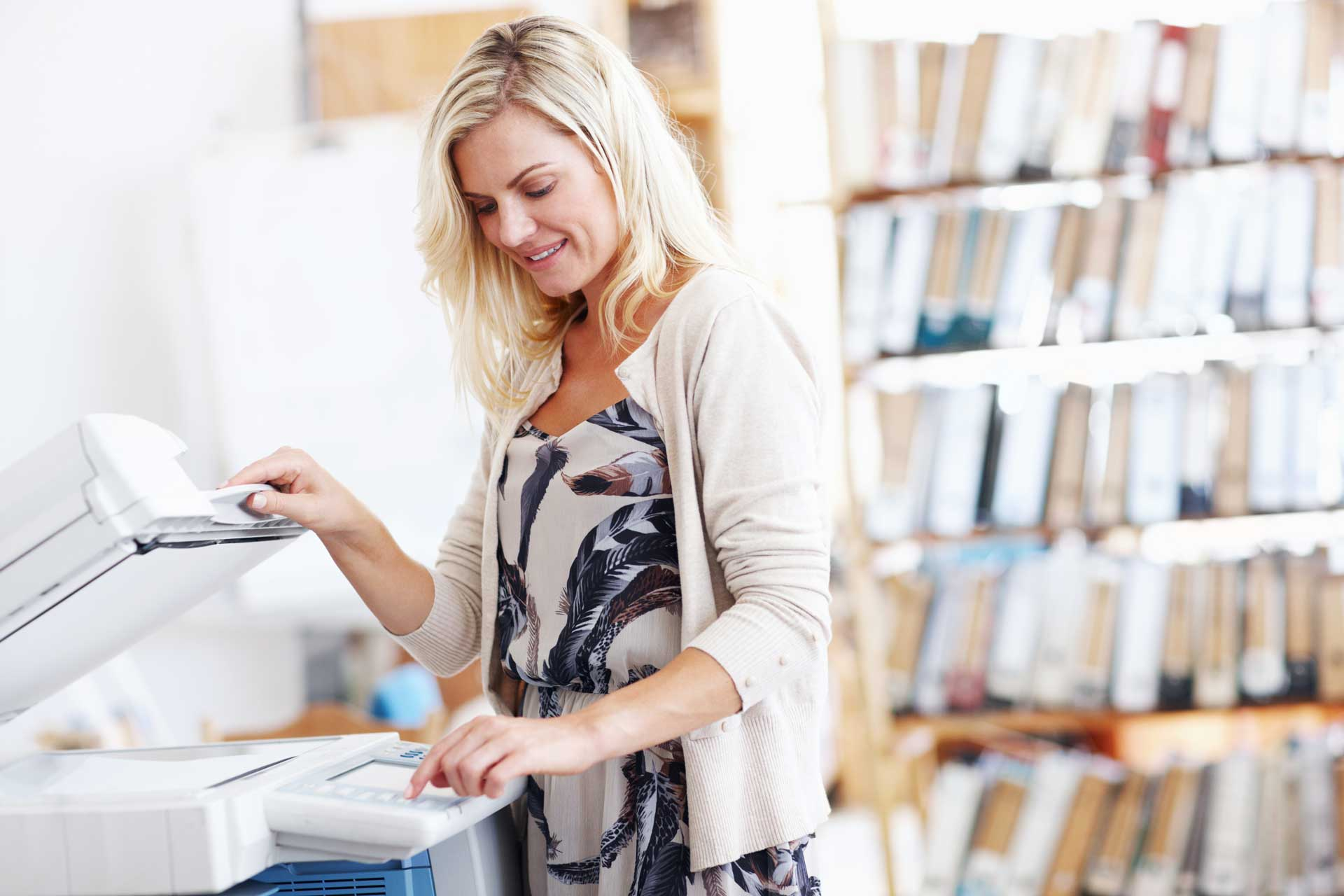 woman_using_copier_smiling