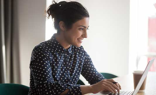 woman_using_laptop_smiling